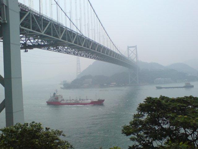 関門海峡で渋谷のゴキブリを想う